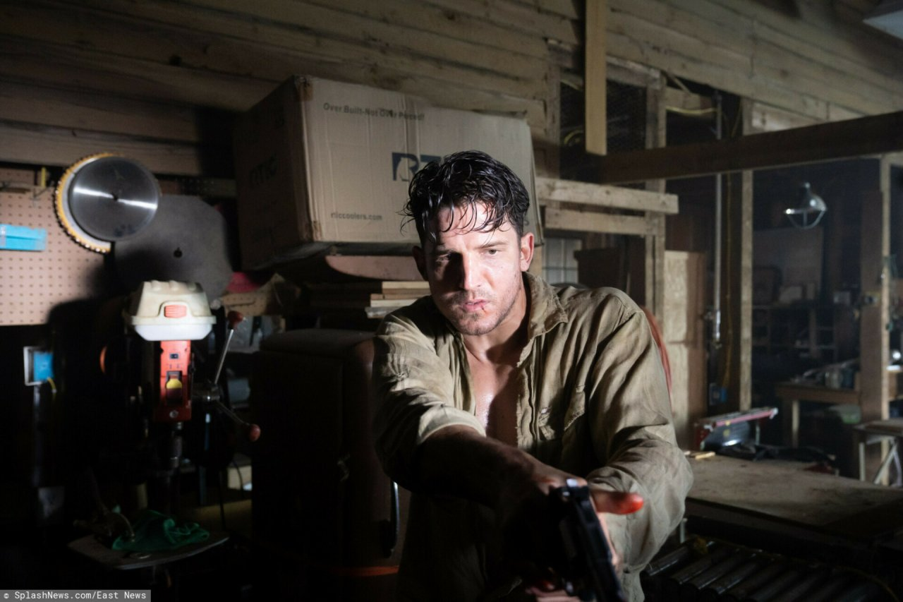 Kadry z filmu Survive The Night