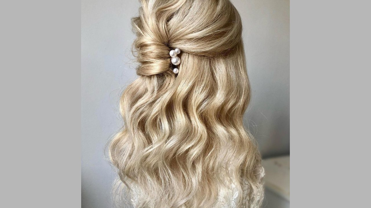 fryzura ślubna fale z perłami