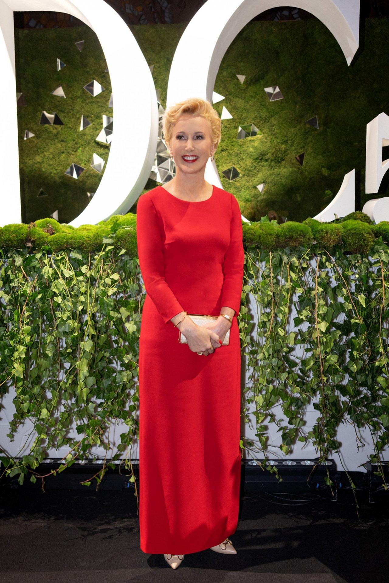 Iwona Kossmanw czerwonej sukience