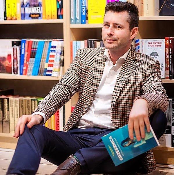 Marcin Wichrowski w koszuli