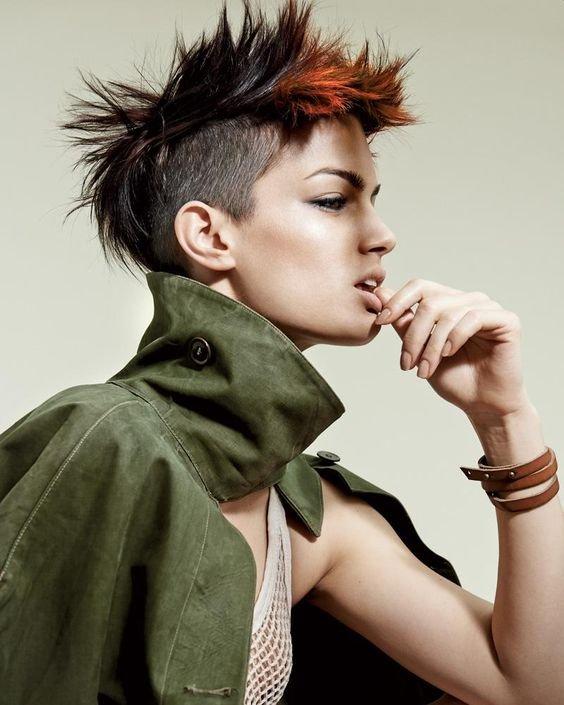 krótka fryzura irokez damski