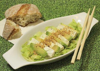 Sałatka z tofu naturalnego i makaronu ryżowego