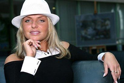 """Pamiętacie """"Frytkę"""" z Big Brothera? Zobaczcie jak dziś wygląda Maja Frykowska. Nawróciła się i oddała się Bogu"""