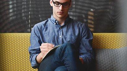 Adam chciał zatrudnić 26-latka bez doświadczenia. Ten powiedział stawkę, która zbiła go z nóg