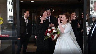 """Panna młoda krzyknęła """"Nienawidzę cię!"""" do brata. Nie mogła uwierzyć, kogo zabrał na jej ślub"""