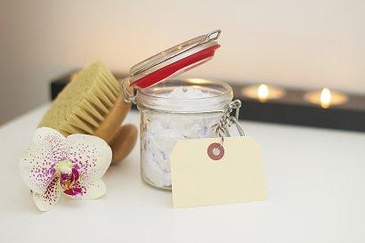 Sprawdzone kosmetyki na rozstępy i cellulit - jak skutecznie ujędrnić swoje ciało?