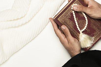 Księża wciąż żyją w celibacie - czy to powinno się zmienić? Wiele osób jest za tym, aby księża mogli zakładać rodziny, a Wy?