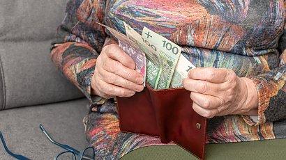 """""""Mój brat bierze wszystko na kredyt, a mama myśli, że jest bogaty. Przekupuje ją prezentami"""""""