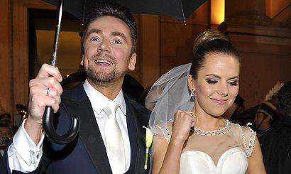 Aleksandra Kwaśniewska świętuje 8 rocznicę ślubu! Jej suknia ślubna spotkała się z falą krytyki!