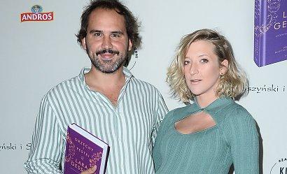 Lara Gessler z ogromnym brzuszkiem w dzianinowej obcisłej sukience na premierze książki! Kiedy poród?