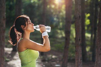 5 najlepszych napojów odchudzających. Pije je codziennie!