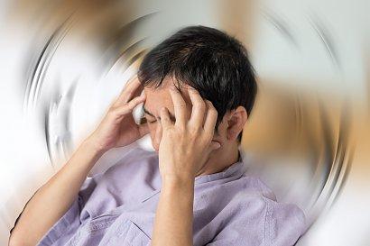 Ciągle boli cię głowa? To może być glejak! Nie ignoruj tych objawów
