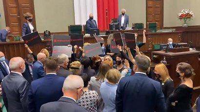 Ostre starcie w Sejmie. Wicemarszałek Terlecki wykluczył posłów opozycji i wezwał straż