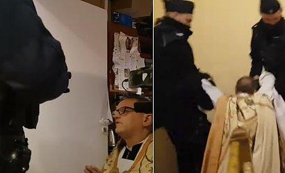 Ksiądz Woźnicki wyniesiony przez policję za łamanie obostrzeń. Wierni wołali o pomoc
