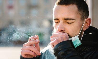 Zapalisz papierosa na ulicy? Dostaniesz za to wysoki mandat!