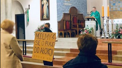 Lawinowa fala apostazji po strajku kobiet? Wielu Polaków ma już dość