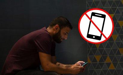 Dlaczego powinniśmy przestać używać telefonów w toalecie? Przeczytasz i zmienisz zdanie!