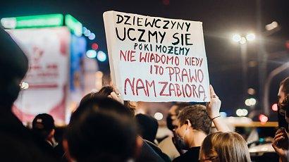 Tak wyglądał strajk kobiet w Warszawie! Złość, mocne hasła i blokowanie ulic
