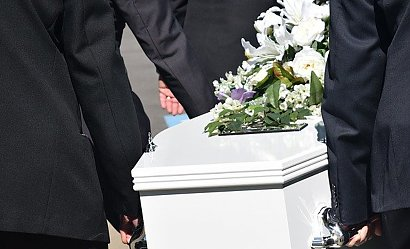 Odmówiono pogrzebu zmarłemu na Covid-19. Załamana wdowa szukała pomocy w innym mieście