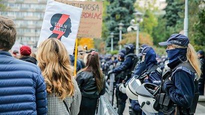 Brawurowa akcja policjantów przeciwko Strajkowi Kobiet. Grożą więzieniem 14-latkowi