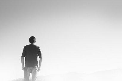 Mężczyźni inaczej przechodzą depresję! 7 objawów do sprawdzenia