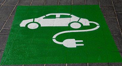 Szybko rośnie liczba samochodów elektrycznych. Firmy ubezpieczeniowe i assistance muszą dostosować się do zmian na rynku motoryzacyjnym