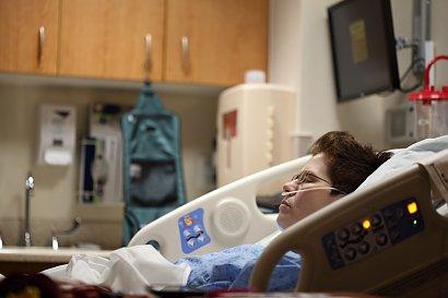 MZ: 24 213 nowych zakażeń koronawirusem; 574 osoby zmarły