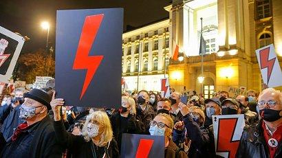 Ugrupowanie Ziobry chce trzymać ciężarne w hospicjach. Strajk Kobieta zapowiada blokadę Sejmu
