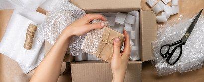 Świąteczne pakowanie prezentów do wysyłki. 3 inspiracje dla każdego