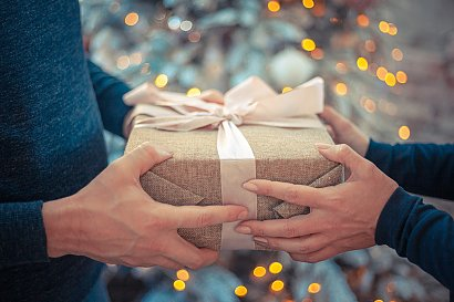 Jak wykonać opakowanie prezentów świątecznych ze starych ulotek i inne świąteczne, prezentowe porady DIY