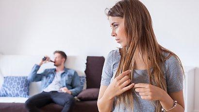 """""""Mój mąż codziennie pije alkohol. Jedno piwo lub lampkę wina - czy to już alkoholizm? Co robić?"""""""
