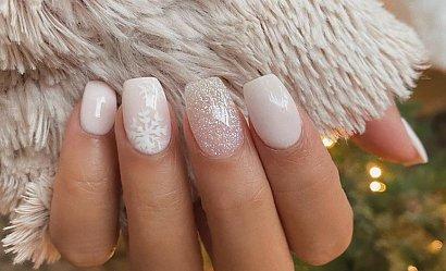 Śnieżynki na paznokciach - 15 propozycji zdobień