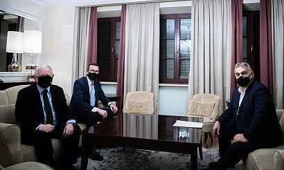 Jarosław Kaczyński spotkał się z Orbanem. To zdjęcie wywołało memy! Wiecie, o co chodzi?