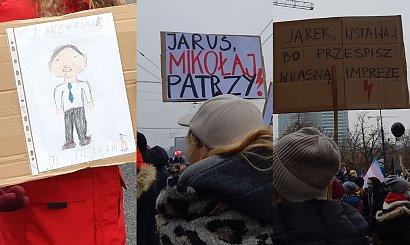 Strajk Kobiet w 39. rocznicę wprowadzenia stanu wojennego. Są nowe hasła na transparentach