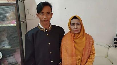 65-letnia kobieta poślubiła adoptowanego syna. Zakochanych dzieli aż 41 lat różnicy!