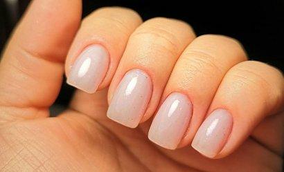 Sposób na gładkie i estetyczne skórki wokół paznokci.
