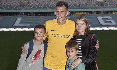 Jarosław Bieniuk na nartach z dziećmi i... z nową partnerką! Dogadują się?