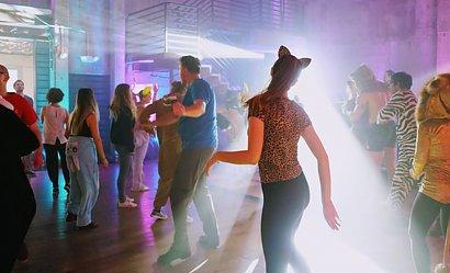Wrocław: zorganizowano imprezę w klubie pod szyldem...zebrań partyjnych. Co na to policja?