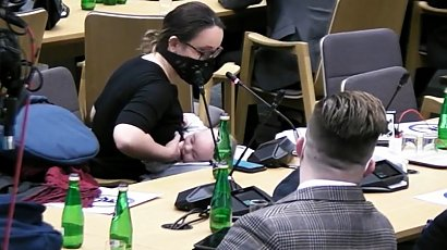 Posłanka Lewicy karmiła piersią w czasie wypowiedzi w Sejmie. Kobiety są zachwycone jej postawą