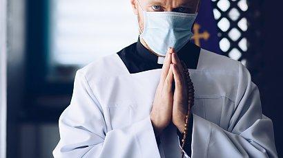 Szczepienia księży przeciw COVID-19 odbędą się poza kolejką?!