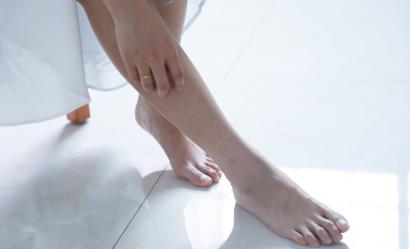 Nadpotliwość stóp i dłoni - przyczyny oraz sposoby radzenia sobie z nią