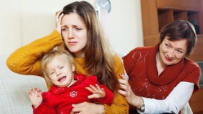 """""""Teściowa wtrąca się w wychowanie mojego dziecka. Według niej wszystko robię źle"""""""