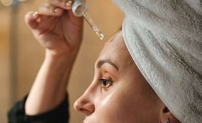 Jak pobudzić skórę do regeneracji - preparaty typu serum.