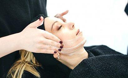 Zestawienie najnowszych zabiegów na twarz dla kobiet w okresie menopauzalnym