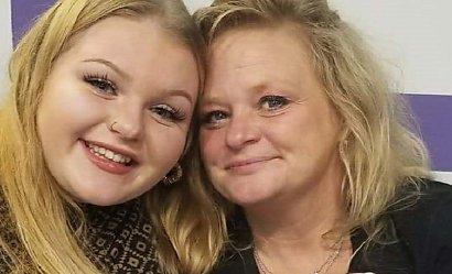 47-latka karmiła piersią swoją wnuczkę, gdy jej córka wychodziła z domu. Ludzie są oburzeni