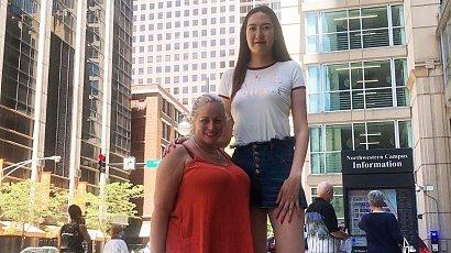 30-latka ma jedne z najdłuższych nóg na świecie i do tego jest bardzo wysoka!