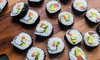 Jak przygotować ryż do sushi w domu? Skuteczny i szybki sposób