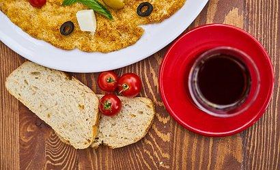 Jak zrobić puszysty omlet? Poznaj prosty i pyszny przepis