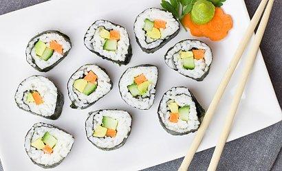 Jak zrobić sushi w domu, aby zachwycić gości? Mamy na to sposób!