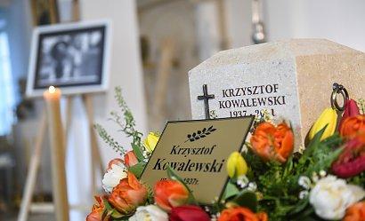 Pogrzeb Krzysztofa Kowalewskiego. Aktora żegna rodzina i gwiazdy